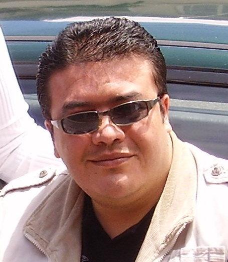 Carlos Suasnavas num retrato especial para sua entrevista, em Quito, Equador. Cortesia de Suasnavas