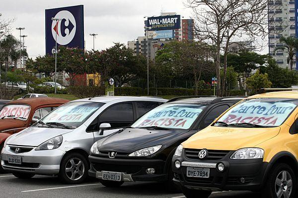 """Racist Carrefour"", a demonstration against racism on the cars' windows in the Carrefour's parking. Photo by @berlitz on Twitpic"