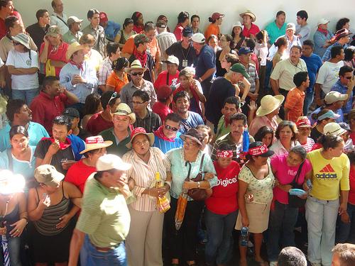 Protesto em frente à embaixada do Brasil em Honduras. Foto por vredeseilanden no Flickr.