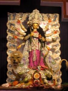 Deusa Durga derrota Mahisasura. Foto de Aparna Ray