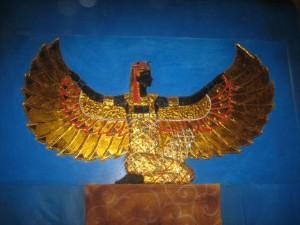 Decoração de santuário - tema egípcio. Foto de Aparna Ray