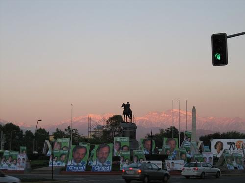 Foto das eleições de 2005 no Chile, por Alastair Rae. Usada sob uma licença Creative Commons.