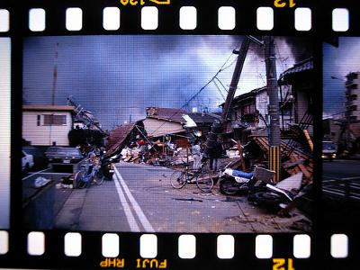 Foto do Grande Terremoto de Hanshin pelo usuário do Flickr mah_japan