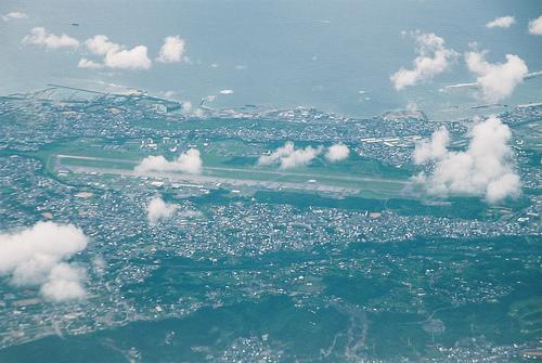 A base Futenma. Por hyougushi no Flickr.