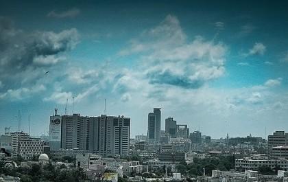 Horizonte de Karachi. Imagem do Flickr por Kashiff usada sob uma licença pela Creative Commons.