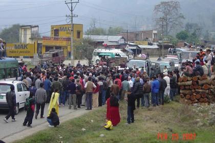 Greve no Nepal. Imagem pelo usuário do Flickr Nepaliaashish, usada sob uma licença Creative Commons.