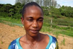 Florence Malanda na cooperativa. Foto publicada com permissão do Silence Speaks.