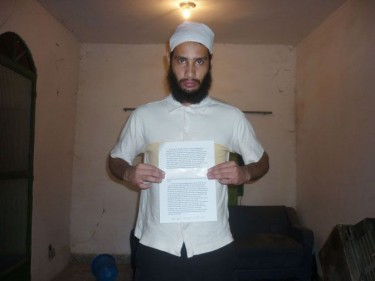 photo of Wellington holding his suicide note. Circulated by the police