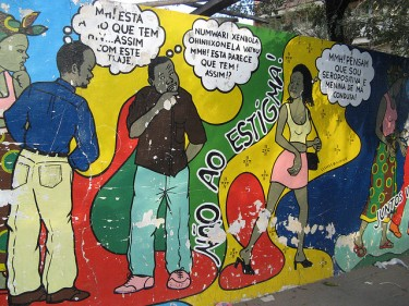 """Não ao estigma!"" (No to stigma!) A bilingual mural in Nampula. Photo by Rosino on FLickr (CC BY-SA 2.0)"
