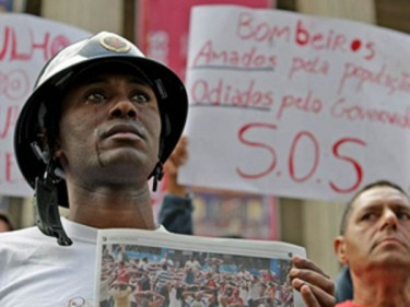 """ Those who sow in tears shall reap in joy "" (salmo 126.5) #RioVermelho (Red Rio) #SosBombeirosRJ (SOS Firefighters Rio de Janeiro). Photo on Twitpic by Inez (@MCInez)"