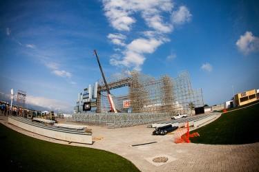 Palco principal do Rock in Rio 2011 ainda em construção. Foto de Mel Toledo (CC BY-NC-SA 2.0)