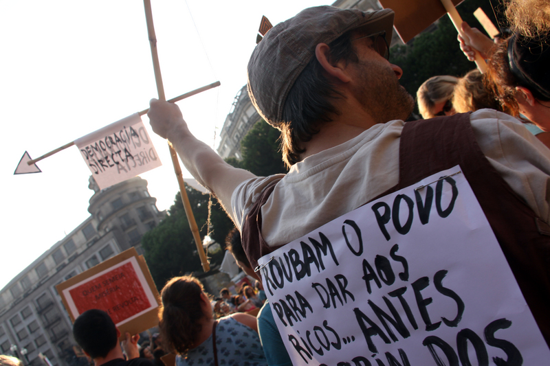 """They steal the people to give to the wealthy... I prefer Robin Hood. Direct Democracy"". World Revolution for Real Democracy in Porto (15/10/2011). Photo by Pedro Ferreira, copyright Demotix."