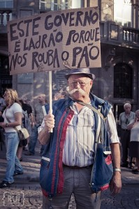 """This Government is a thief because it steals our bread"". Demonstrator in Porto. Photo by Diana Rui - www.dianarui.net (used with permission)"