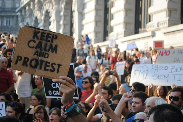 Keep calm and protest. Indignados in front of the City Hall. Photo shared by the organization of October 15 in Porto.