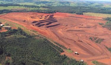 Mina de Nióbio em Araxá, Minas Gerais. Foto da Revista Decifra-me.