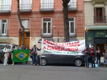 """Solidarity with Pinheirinho. Brazilians in Madrid"". Protest in Madrid. Photo by Fábio TQrz, used with permission"