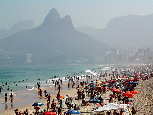 Smog in Ipanema, Rio de Janeiro. Photo by Pierre-Yves Dansereau on Flickr. (CC BY-NC-SA 2.0)