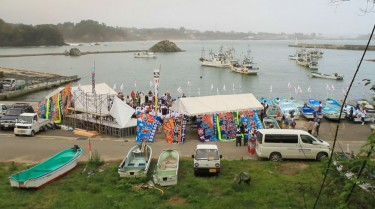 Cerimônia de partida dos barcos da série We Are All Radioactive. Palhinha da página do Facebook.