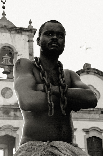 O Escravo de Paraty, Anderson - A única estátua viva de escravo no Brasil. Foto de Mario Crema no Flickr (CC BY-NC-ND 2.0)