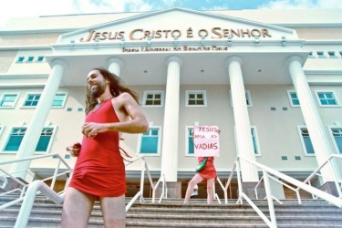 """Jesus loves sluts"". The protest passed by the steps of a temple of the Universal Church, a conservative evangelical denomination. Photo by Yuri Brah, used with permission"