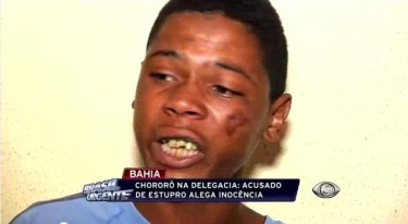 Still from the YouTube video of the programme Brasil Urgente in which Paulo Sérgio appears with a wounded face