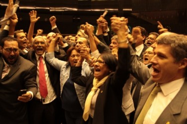 Deputies celebrate the approval of PEC 438. Photo by Rogério Tomaz Jr, used with permission