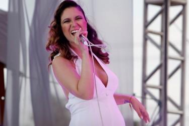 Maria Rita canta Elis em São Paulo. Foto de Carol Mendonça no Flickr (usada com permissão)