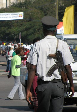 Police in Maputo, 2010. Photo by Amanda Rossi on Flickr (CC BY-NC-SA 2.0)