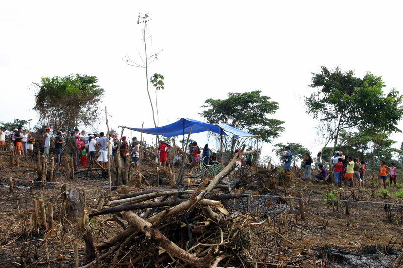 About 150 families from neighborhoods that will be flooded by the construction of the Belo Monte dam were violently evicted by police in Altamira, Brazil.  Photo by K. L. Hoffmann copyright Demotix (17/06/2012)