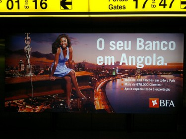 Advert at Lisbon airport for an Angolan bank. Photo by Chiva Congelado no Flickr (CC BY-NC-SA 2.0)