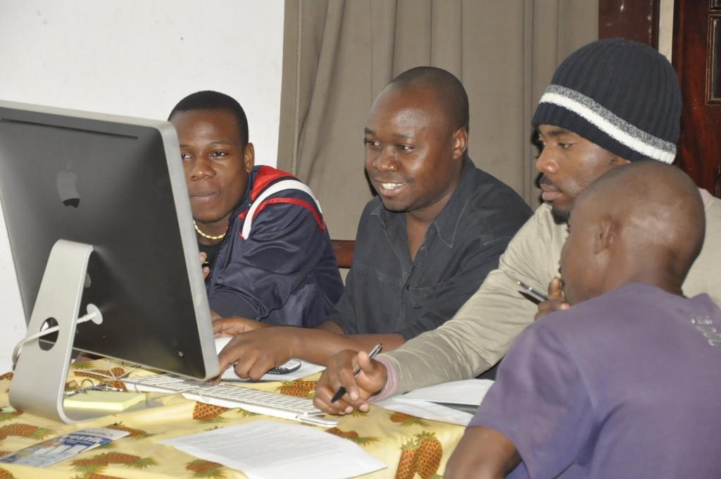 Blogging workshop. Photo by Miguel Mangueze