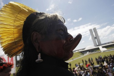 Indigenous protest in Brasilia, 2011