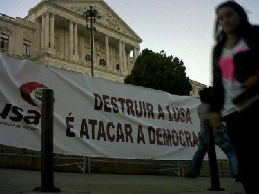 """Destroying Lusa is to attack democracy"". Photo shared on the Facebook page Lusa - Serviço Público"