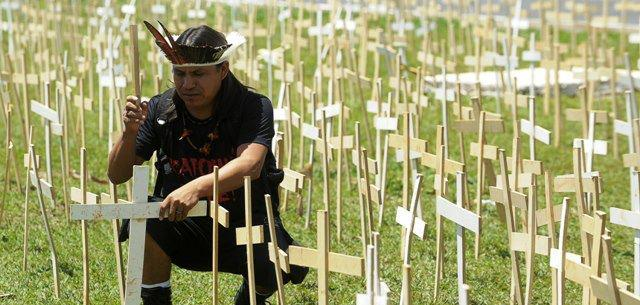 Photo of 5,000 crosses planted in Brasilia on the Facebook page of Itiban Comic Shop
