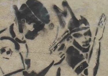 "Stencil nas paredes da Amadora. Screenshot do documentário ""Violência Policial e Racismo: O Caso do Kuku""."
