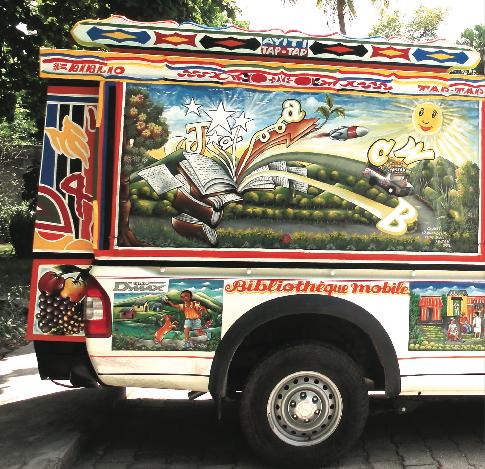 BiblioTaptap ônibus-biblioteca no Haiti. Foto de Bibliotecas sem Fronteiras