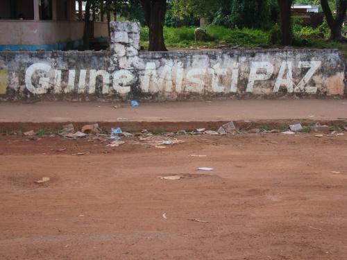 A Guiné quer Paz. Foto de Sofia da Palma Rodrigues no blog Brancon'pelele (usada com permissão)