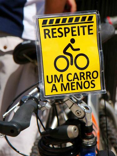 """""""Respeite um carro a menos"""" - Peladada São Paulo 2010. Foto de Thiago Miranda dos Santos Moreira no Flickr (CC BY-NC-SA 2.0)"""