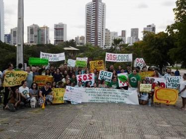 Ato em defesa das dunas do Cocó, realizado no Parque Estadual do Cocó, em Fortaleza, dia 16 de fevereiro de 2013. Foto publicada pelo perfil Dunas do Cocó no Facebook.