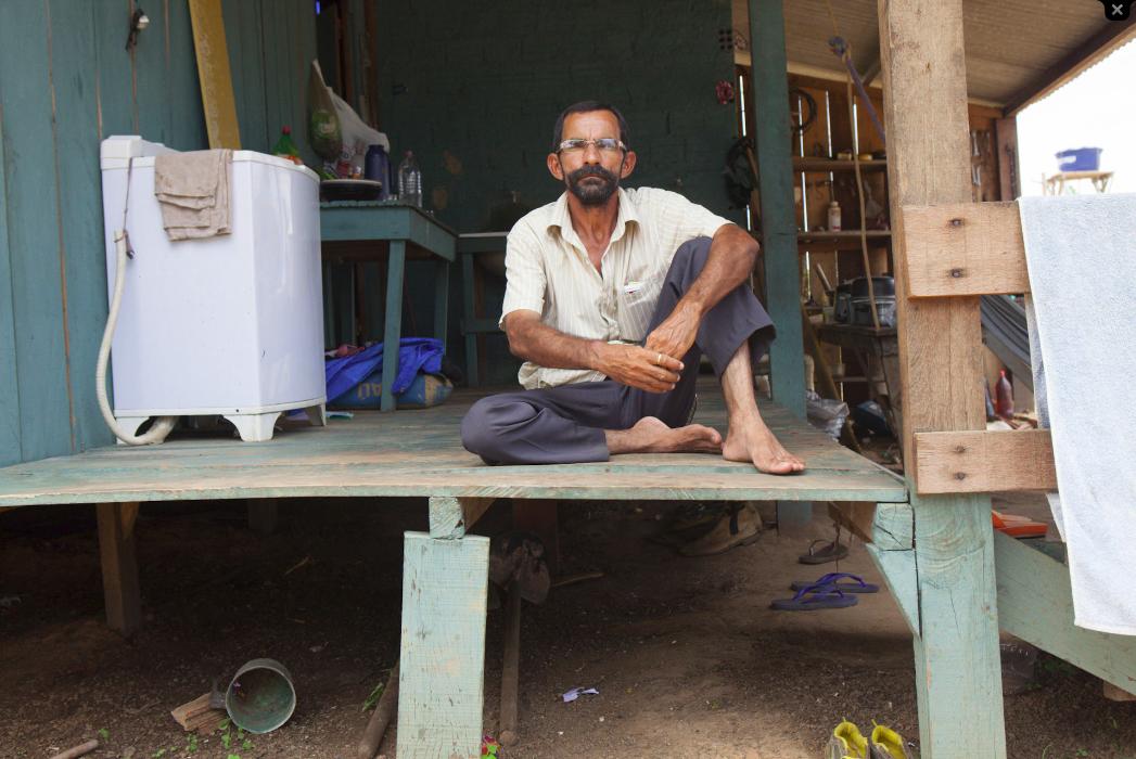 Batista não se adaptou à vila construída pela usina e voltou para a beira do rio Foto: Marcelo Min