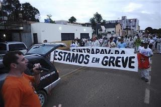 """Greve em Belo Monte - novembro de 2012. """"Mais de 17 mil operários trabalham na construção da hidrelétrica de Belo Monte, numa obra com custo estimado de R$ 25 bilhões"""". Foto de Altamiro Borges (CC BY 3.0)"""