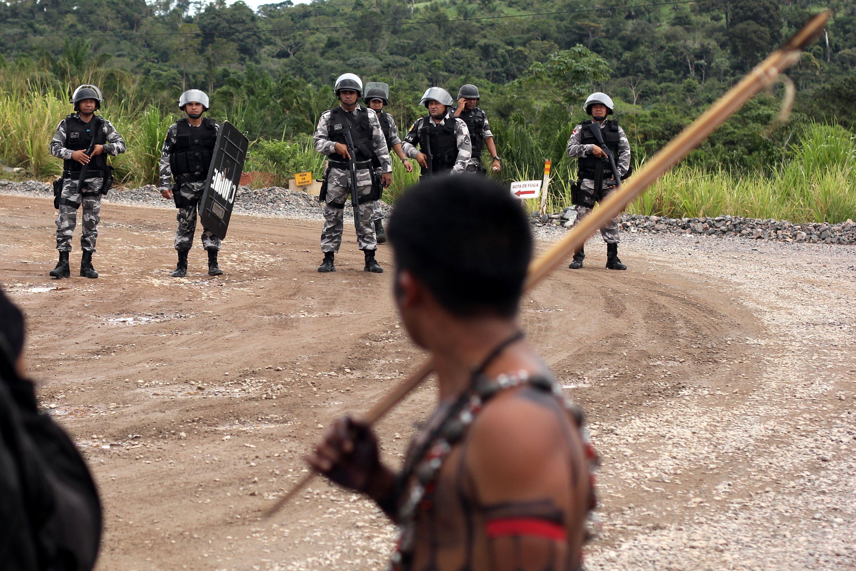 Indígenas invadem canteiro de Belo Monte. Foto de Ruy Sposati, usada com permissão.