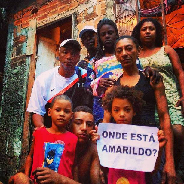 Picture of Amarildo's family in Rocinha that became viral on Facebook and have been shared hundred times with the hashtag #OndeEstáAmarildo? (#WhereisAmarildo?)