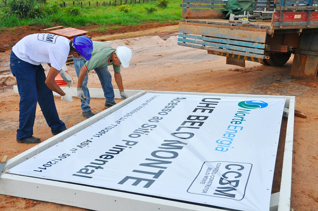 """Workers and the plaque that marks the construction site of Belo Monte Dam, in the Xingu region, in Pará state - the Pimental site."" Photo by Programa de Aceleração do Crescimento [Growth Acceleration Program] on Flickr (CC BY-NC-SA 2.0)"