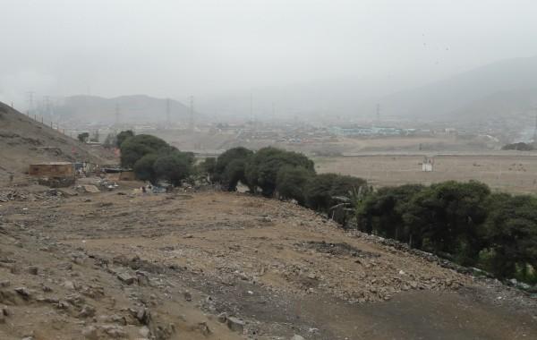 O local onde foi derrubada uma das pirâmides de El Paraíso onde se vê a areia revolvida. Foto: Jessica Mota / Agência Pública