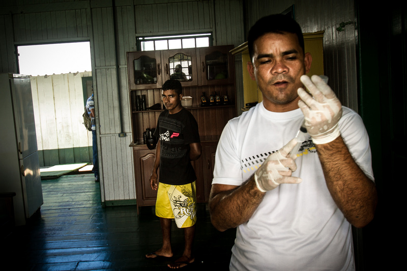 A nurse prepares an anti-venom injection. Many challenges exist in the placement of health care professionals in local communities in the Brazilian Amazon. During the rescue of a Rio Negro resident bitten by a snake (Surucucurana), it took eight hours to get to the nearest hospital in Novo Airao. Photo: Marcio Isensee e Sá copyright Demotix (11/04/2013)