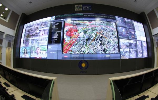 """Giants of the surveillance sector get contracts in a number of Brazilian cities during the games of 2014 - from security escanners to remote tracking software."" Photo: Agência Pública"