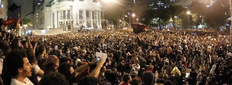 Protesto de professores no Rio de Janeiro (7/10/2013). Foto partilhada na página de Facebook Mapeando o bem comum do Rio de Janeiro