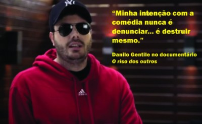 "Danilo Gentili in the documentary ""O Riso dos Outros"" (""The Laugh of Others""). Screenshot shared on blog Limpinho & Cheiroso (Little Clean & Sweet)."