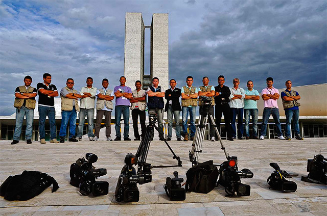 After the death of a colleague, cinematographers and photographers protest at Brazil's National Congress, in Brasília-DF. Photo: Luis Macedo/House of the Deputies